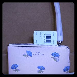 NWT COACH Corner Zip Wristlet With Bell Flower